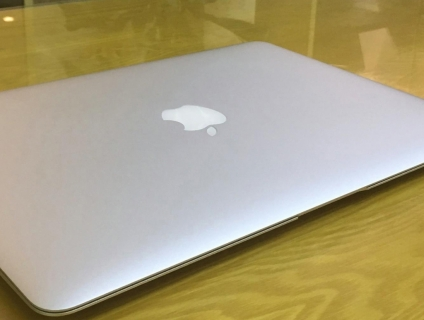 Macbook Air 13.3in- - 2015 Đèn Bàn Phím - New 99%i5 cpu 1.6ghz, 4G ram