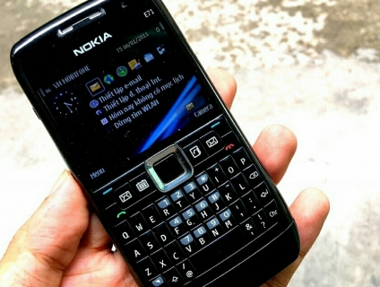 Nokia E71 Zin chính hãng New có 3G,WiFi pin trâu siêu rẻ 539k,